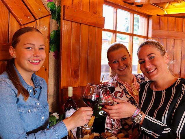 Zum alten Bauer: Stattfischfest Weinprobe